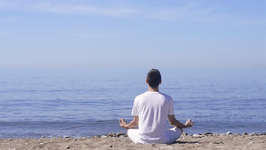 اليوغا وفوائدها في تحرير الذهن من المشاعر السلبية