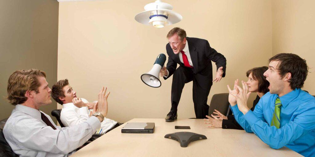 المدير المتسلط كيف تتعامل معه